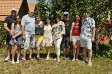 …главное — это драгоценная семья